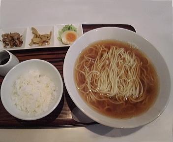 煮干屋 鰯煮干らーめん(大盛)+ライス+小皿トッピング