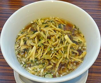 四川飯店 野沢菜と豚肉入りスープそば