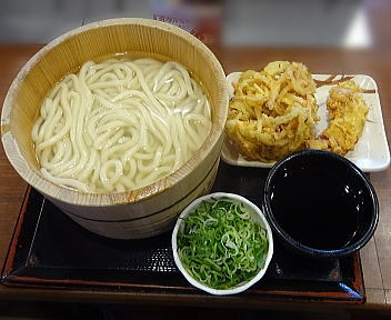 丸亀製麺新潟河渡店 釜揚げうどん(得・2玉)+野菜のかき揚げ+かしわ天