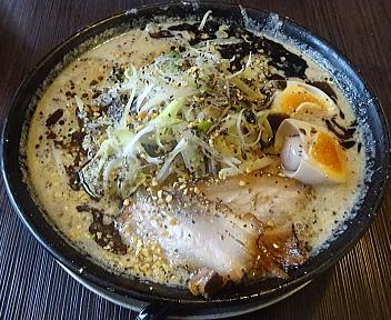 粋翔 AKIHA味噌(黒)+味玉