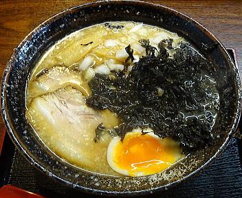 遥か 背脂岩のりラーメン(細麺・背脂少)