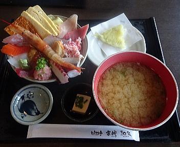 おさかな亭空港通店 海鮮丼