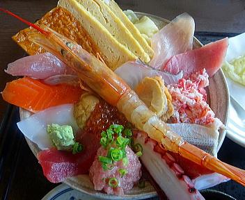 おさかな亭空港通店 海鮮丼 アップ