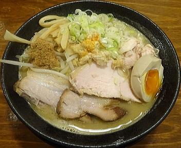 八っちゃん 肉玉濃厚魚介味噌そば(小)