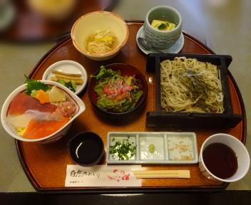鯛家 小丼ランチ(冷おそば、海鮮小丼)
