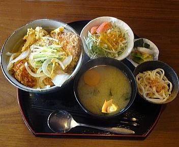 SHINKA カツ丼+サラダ・漬物